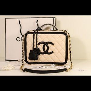 Chanel leather vanity cosmetic handbag shoulder